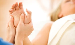 Массаж при артрите: Массаж полезен для здоровья, но может ли он уменьшить боль при артрите? Узнайте, какой массаж при артрите помогает лучше всего